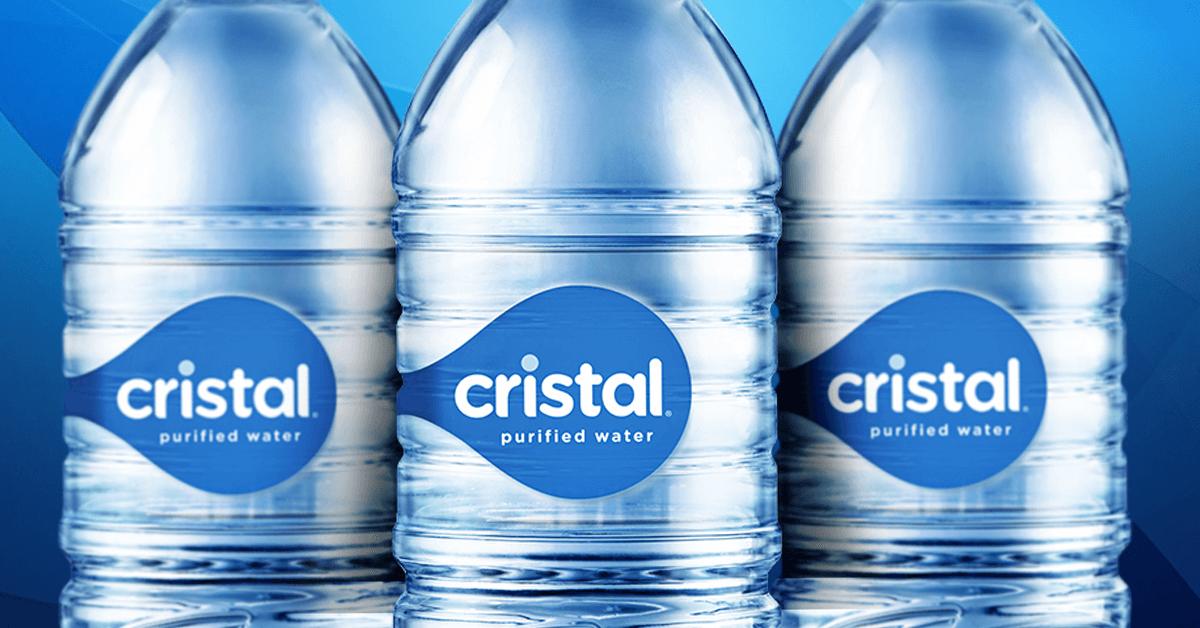 Elige la botella cristal de color azul, hecha 100% de otras botellas.